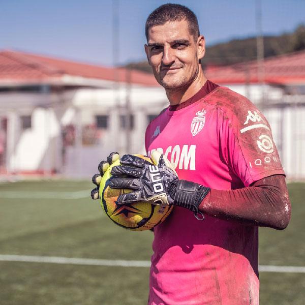 One Glove Academy Goalkeeper Vito Mannone